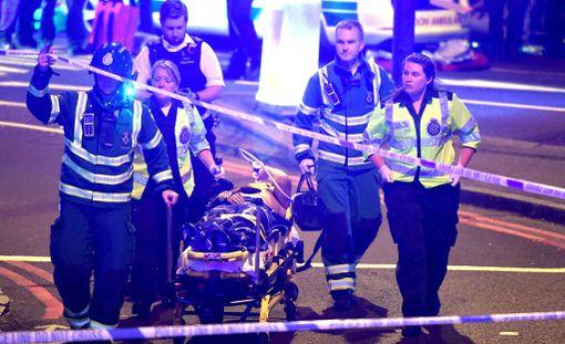 Muslimijärjestön mukaan kyseessä oli hyökkäys moskeijasta tulleita kohtaan. Kuva tapahtumapaikalta sunnuntain ja maanantain välisenä yönä.