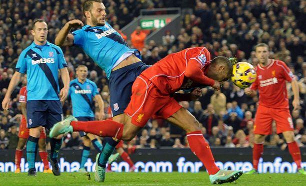 Glen Johnson puski uhrautuvasti Liverpoolin ainoan maalin lauantaina.