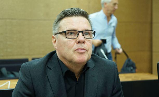 Aarnio kertoi aamulla poliisin tietolähdetoiminnasta. Esille tulivat muun muassa moneen otteeseen Aarnio-vyyhdin aikana esiin tulleet kommentit siitä, kuinka arkipäiväistä tietolähdetoiminta on Aarnion mukaan Helsingin huumepoliisissa.