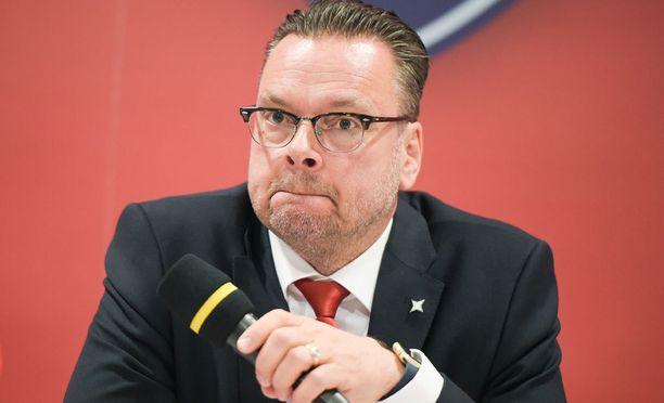 HIFK:n väistyvä urheilutoimenjohtaja Tom Nybondas kuuluu ryhmään, joka suunnittelee helsinkiläisten ja Blues Juniorsin yhteistyötä.