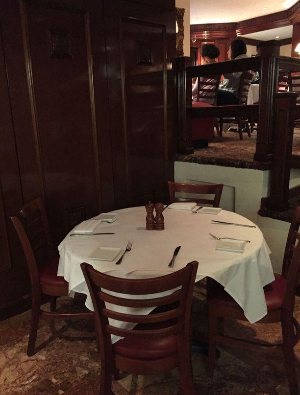 Trumpin perheen kantapöytä Trump Grillissä.