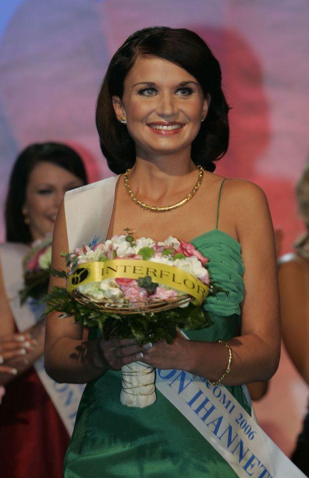 Karoliina Ylijoki kruunattiin Miss Suomi -finaalissa 2006 myös lehdistön ihannetytöksi.