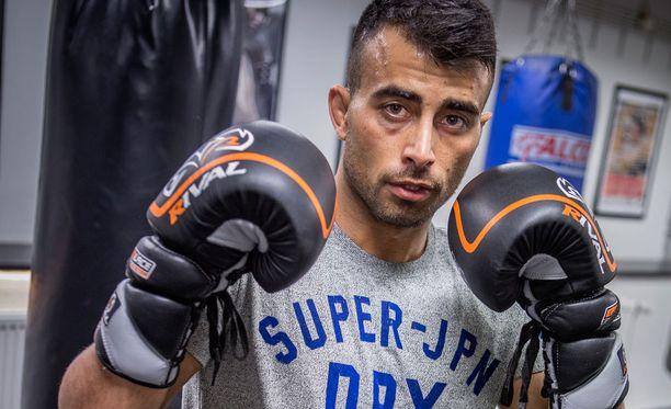 Makwan Amirkhani on voittanut molemmat UFC-ottelunsa ensimmäisessä erässä.