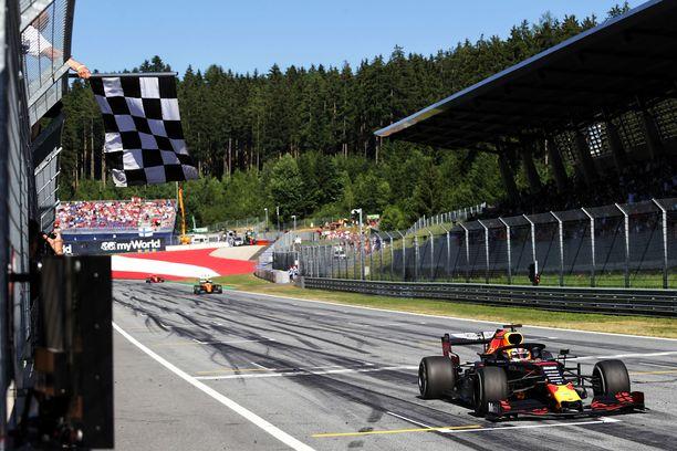 Max Verstappen ajoi upeasti Itävallan GP:n voittoon.