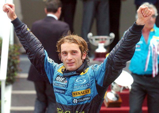 Jarno Trulli juhli F1-uransa ainoaa osakilpailuvoittoa Monacossa 2004.