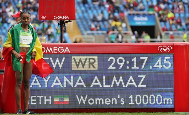 Etiopian Almaz Ayana juoksi naisten kympin uuden ME:n. Minä vuonna aikaisempi ME oli juostu?
