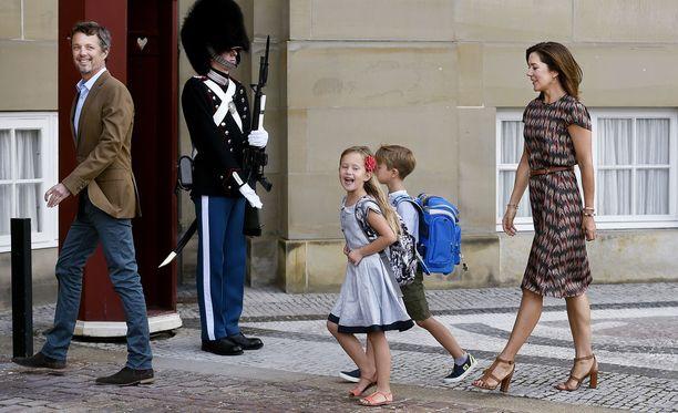 Prinssi Frederikin ja prinsessa Maryn kuusivuotiaat kuopukset aloittivat koulun tiistaina.