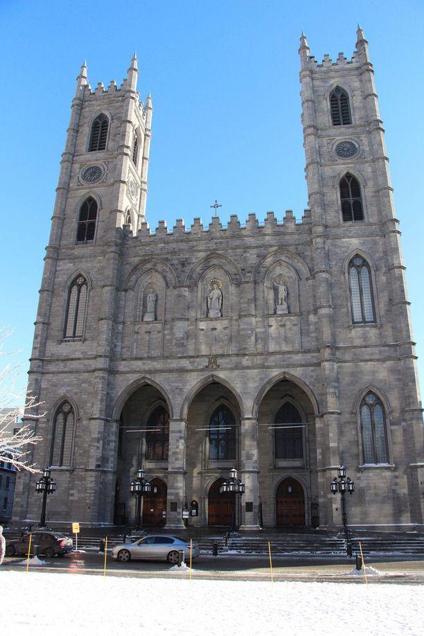 Dion ja Angélil vihittiin vuonna 1994 Notre-Dame Basilican kirkossa.