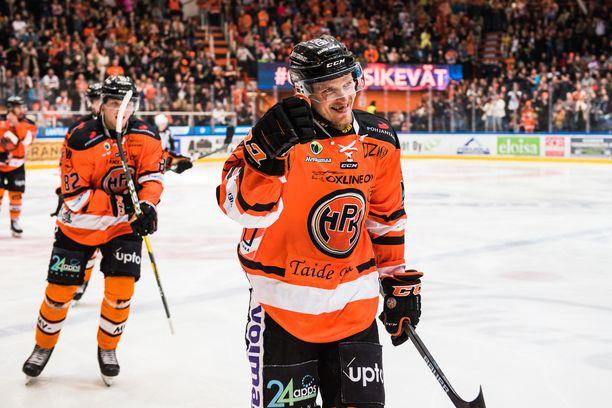 HPK:n Janne Tavi iski kaksi ylivoimamaalia Kärppien verkkoon ja nautti Ritari-areenan tunnelmasta.