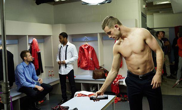 FC Liverpoolin miehet mainostavat Nivean uutta deodoranttia.