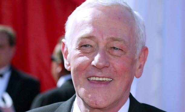 Näyttelijä John Mahoney kuoli sunnuntaina, viihdesivusto TMZ kertoo.
