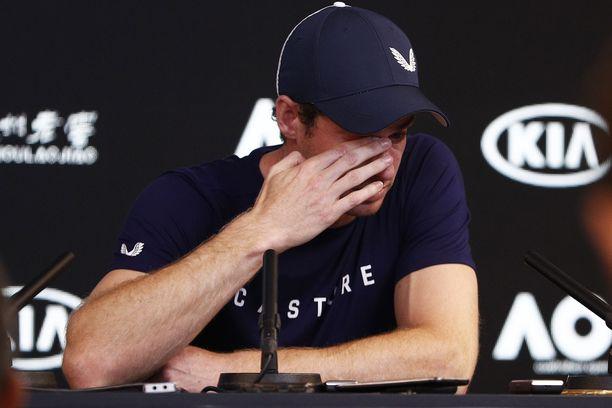 Andy Murray puhui urastaan tunteikkaassa tilassa Melbournessa.