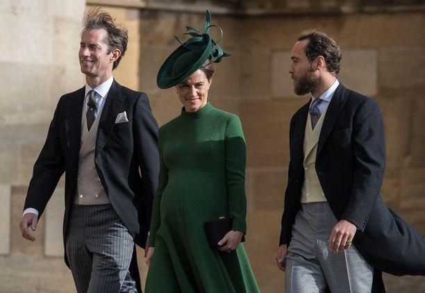 James Matthews, Pippa Middleton ja James Middleton  osallistuivat viime perjaintaina prinsessa Eugenien häihin.