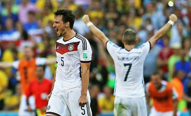 Mats Hummels tuuletti puskuosumaansa Ranska-ottelussa...