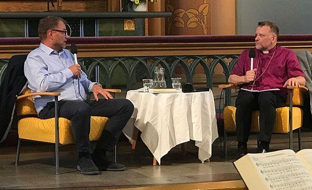 Pääministeri Juha Sipilä myönsi piispa Jari Jolkkosen haastattelussa, että hän on välillä pohtinut, onko oikea henkilö politiikkaan.