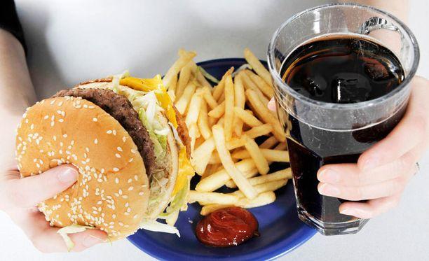 Vaikka juhlapyhinä tulisi herkuteltua useampanakin päivänä epäterveellisesti, tutkijoiden mukaan tärkeintä on, että ruokavalio pysyy siitä huolimatta monipuolisena.