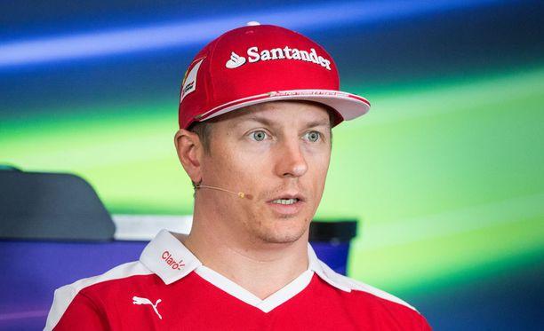Kimi Räikkönen ei välitä kanttikivien väristä.
