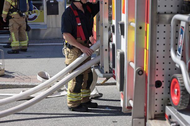 Paikalla oli kello kahdeksan aikaan 17 pelastustoimen yksikköä. Kuvituskuva.