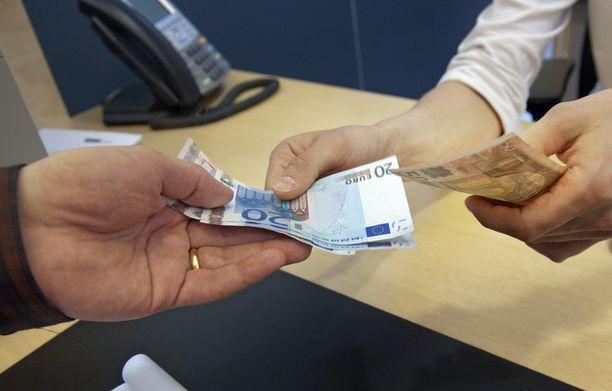 Vastikkeeton 560 euron perustulo ei nostanut tuen saajien työllisyyttä.