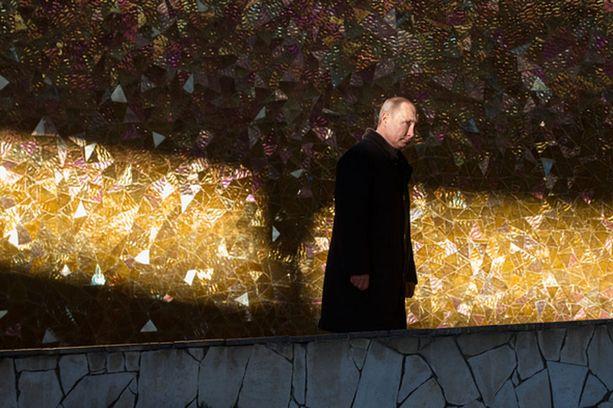 Yhdysvaltalaissenaattori kehottaa Eurooppaa ryhdistäytymään Putinin epäsymmetrisen hyökkäyksen alla.
