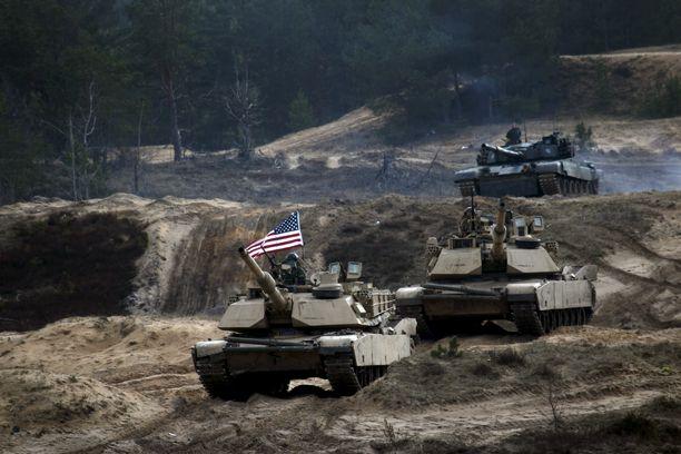 Yhdysvallat käytti viime vuonna noin 645 miljardia euroa sotilasmenoihin. Kuva Nato-maiden harjoituksesta Latviassa maaliskuussa.