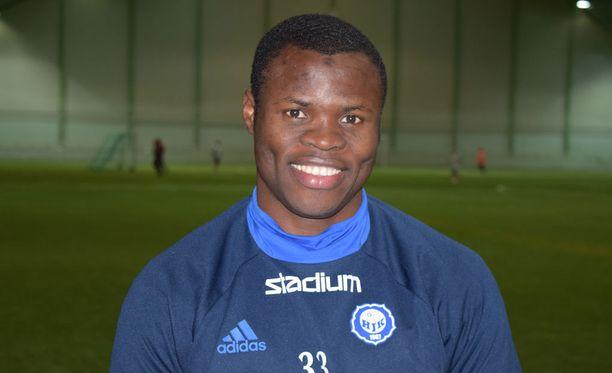 Taye Taiwo harjoitteli maanantaina HJK:n mukana.