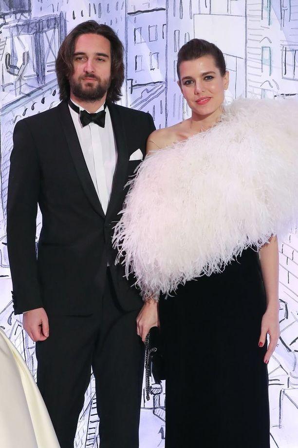 Charlotte Casiraghi ja hänen puolisonsa Dimitri Rassam Monacossa maaliskuussa. Parin kerrotaan odottavan yhteistä lasta ja menevän kesällä naimisiin.