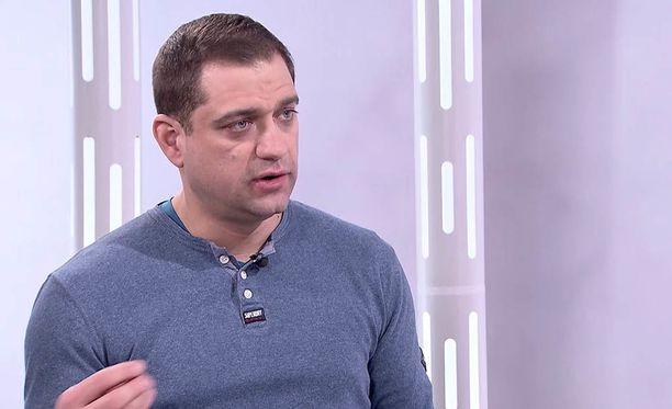 A-klinikkasäätiön johtava ylilääkäri Kaarlo Simojoki kertoo IL-TV:n Sensuroimaton Päivärinta -ohjelmassa, että itsensä nesteyttäminen nestepusseilla vaatii tietoa.