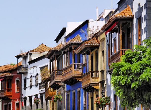 Tässä kaupungissa on väriä! Monet talot on maalattu kirkkailla sävyillä.