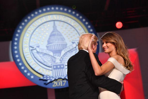 Virkaanastujaisissa tammikuun 20. päivä Donald Trump tanssitti vaimoaan Melaniaa.