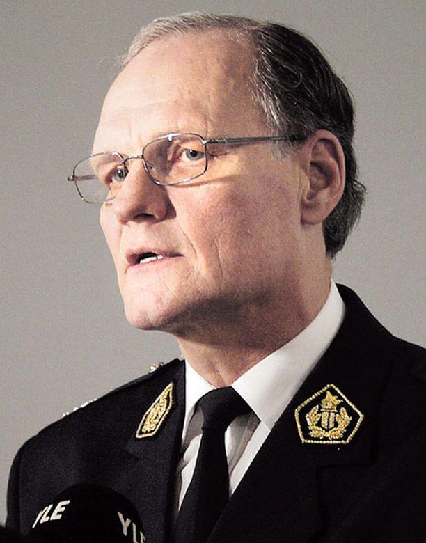 Poliisiylijohtaja Mikko Paateron mukaan väitetyt uhkailut on tutkittava.<br>