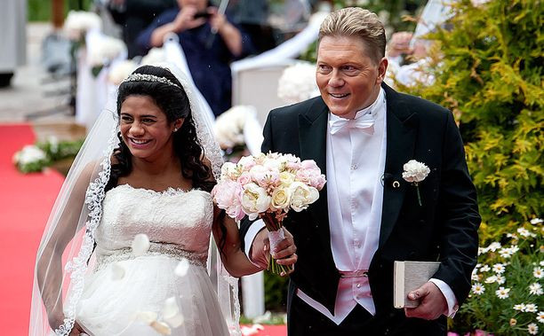 Jane ja Vesa menivät naimisiin tänä kesänä.