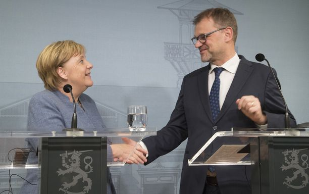 Angela Merkel keskusteli Juha Sipilän kanssa ilmeisen positiivisissa tunnelmissa.