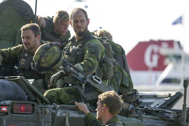 Ruotsin hallitus päättää tänään torstaina, ottaako maa asevelvollisuuden takaisin käyttöön.