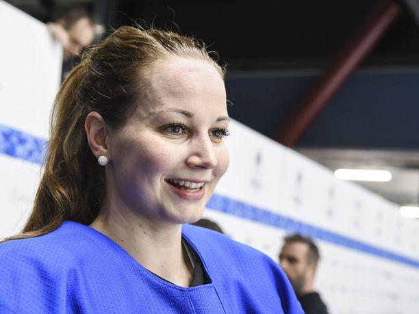 Myös Suomen jääkiekkomaajoukkueessa kunnostautunut Susanna Tapani teki kaksi maalia ringeten MM-kisojen toisessa finaalissa.