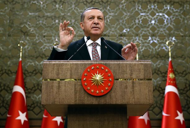 Erdogan vaatii Yhdysvaltoja valitsemaan puolensa ja iskee taas Venäjän toimia vastaan.