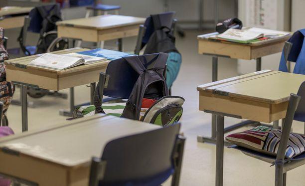 Opettajien lomautukset ovat ajaneet monet koulut kriisiin.