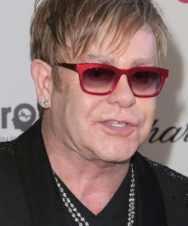 Elton John haaveilee toisesta lapsesta.