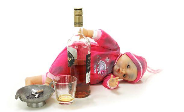Vanhempien alkoholinkäyttö kuuluu lasten ja nuorten puhelimessa jouluisin.
