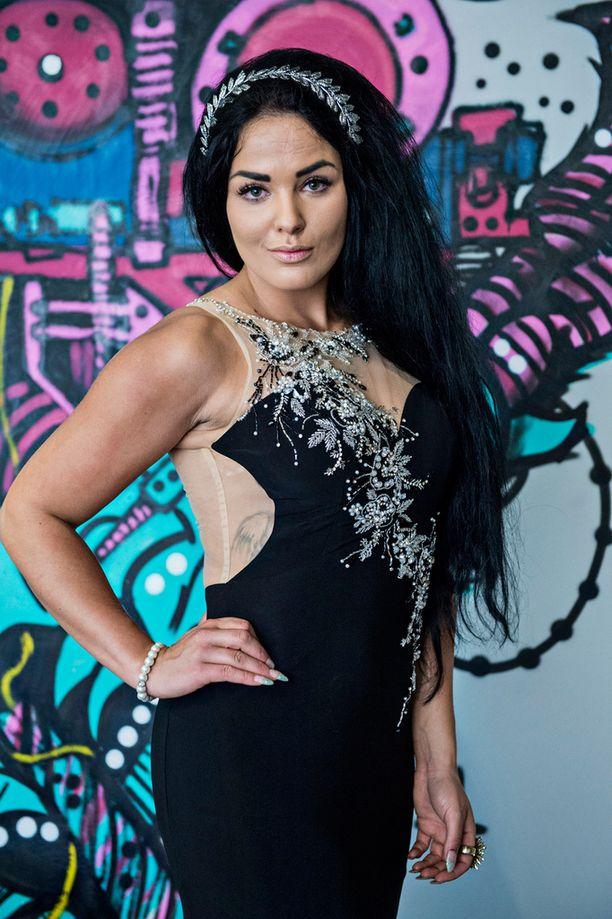 Nadia kilpaili viime vuonna Paratiisihotelli-sarjassa.