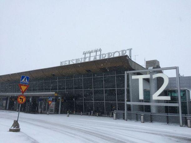 Lentoliikenteeseen on odotettavissa viivästyksiä, kun lumipyry haittaa näkyvyyttä Helsinki-Vantaan lentoasemalla.