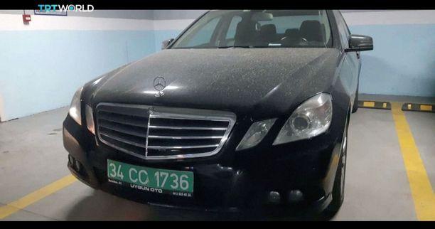 Tv-kanava TRT näytti kuvaa parkkipaikalta maanantaina löydetystä diplomaattikilvin varustetusta autosta. Turkin poliisi on eristänyt auton.
