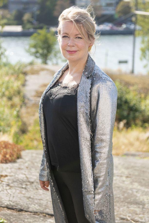 Elina Hirvonen kertoi uutuuskirjastaan WSOY:n syyskauden avajaisissa tiistaina.