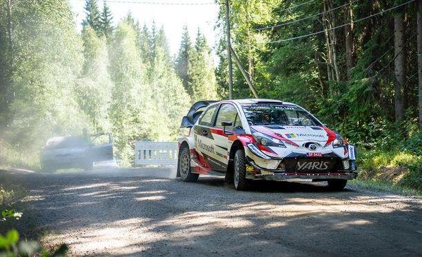 Uuraisten ja Petäjäveden välissä Nyrölässä autoaan viime viikolla testannut Jari-Matti Latvala vaikuttaa olevan valmis Jyväsylän MM-ralliin.
