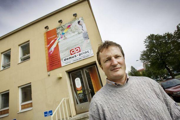 Risto Jalo on pelaajauransa jälkeen tehnyt menestyksekkään työuran. Hän on ollut Ilves Hockey Oy:n toimitusjohtajana sekä yrittäjänä. Kuvassa taustalla on Jalon entisen yrityksen Domus Printin rakennus.
