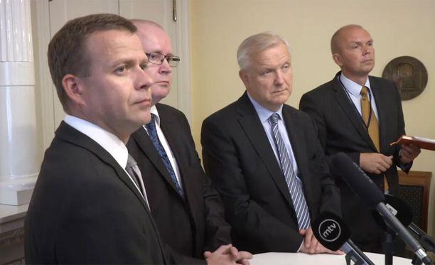 Ministerit Petteri Orpo, Jari LIndström ja Olli Rehn keskustelivat tänään työmarkkinajärjestöjen kanssa.