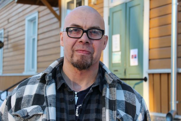 Kimmo Puhakainen toivoo, että pystyisi omalla avoimuudellaan auttamaan muita päihderiippuvaisia tai riskiryhmiin kuuluvia jossain vaiheessa jopa työkseen. Nyt hän kiertää kokemusasiantuntijana puhumassa muun muassa kouluissa ja työpaikoilla.