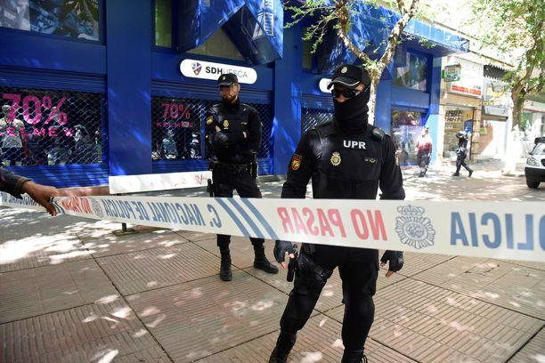 Espanjan poliisi ratsasi La Ligasta pudonneen Huescan toimiston, sillä puheenjohtajan epäillään järjestäneen sopupelejä.