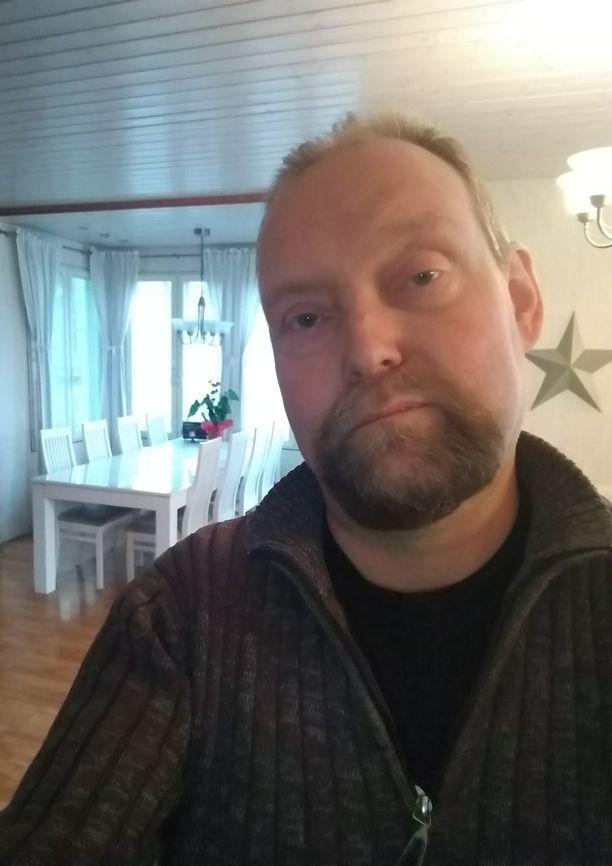 Leo Sundvik on vaikeiden päätösten äärellä, sillä lapsista hän ei haluaisi luopua.