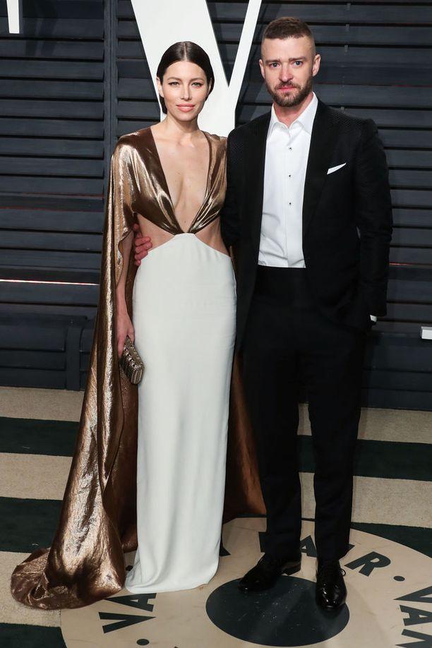 Jessica Biel tunnetaan rooleistaan elokuvissa Silmänkääntäjä ja Ystävänpäivä. Justin Timberlake on tunnettu laulaja ja näyttelijä.